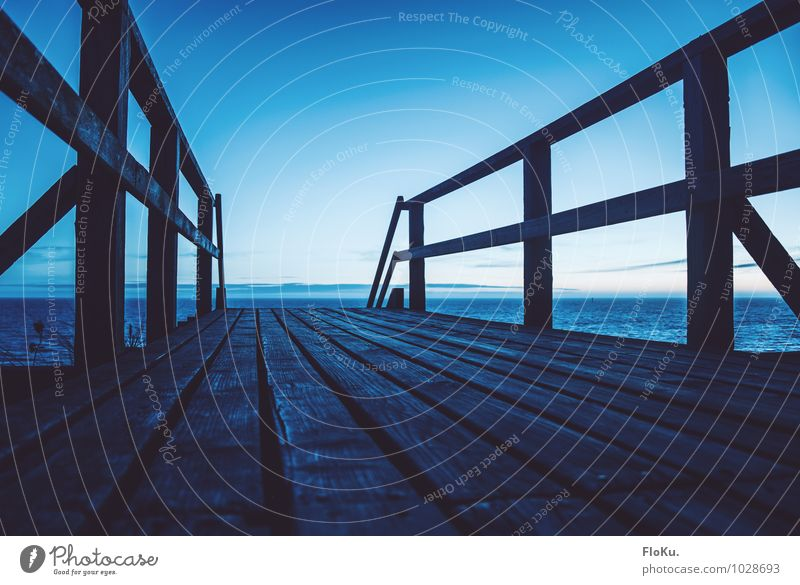 Blaue Stunde am Meer Himmel Natur Ferien & Urlaub & Reisen blau Wasser Sommer Strand Ferne kalt Umwelt Küste Wege & Pfade Holz Luft Insel