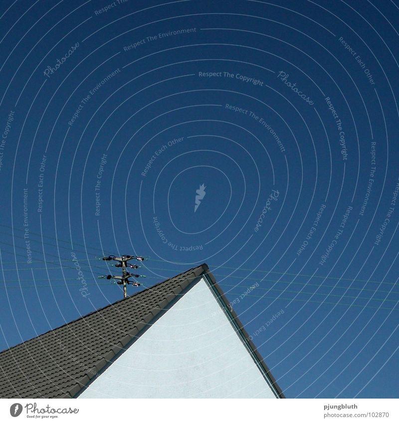 BLAU! Himmel blau Haus oben Elektrizität Dach Spitze Pyramide