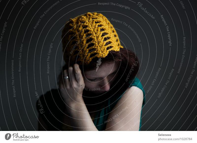 Häkelmütze Körper Haare & Frisuren Haut Gesicht Handarbeit häkeln Mensch feminin Frau Erwachsene 1 Ring Mütze Wärme weich Farbfoto Innenaufnahme Tag Porträt