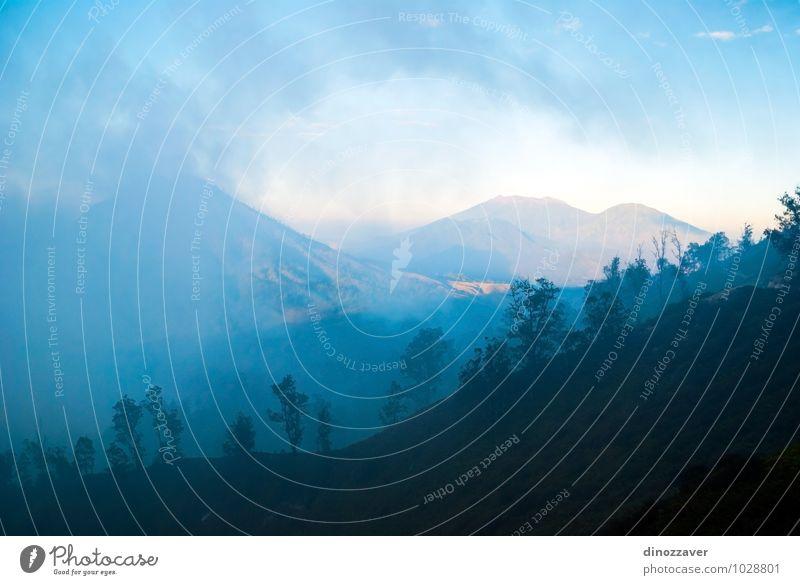 Die Berge des Kawah Ijen Ferien & Urlaub & Reisen Tourismus Berge u. Gebirge Natur Landschaft Himmel Wolken Nebel Hügel Felsen Vulkan blau Indonesien