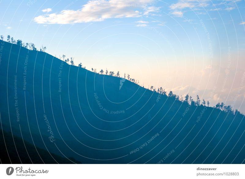 Waldsilhouette Ferien & Urlaub & Reisen Tourismus Berge u. Gebirge Natur Landschaft Himmel Wolken Nebel Hügel Felsen Vulkan blau Indonesien Vulkankrater Java