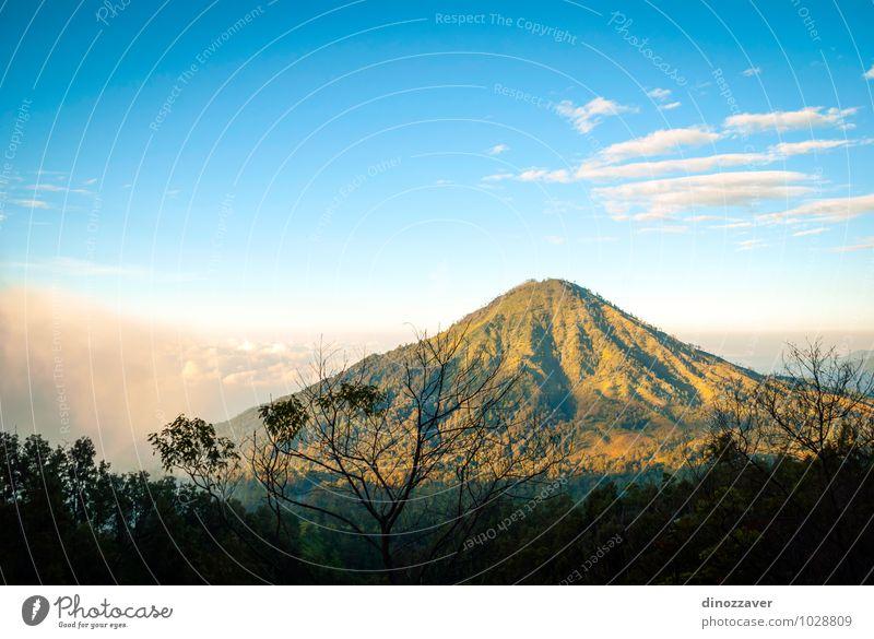 Natur Ferien & Urlaub & Reisen Mann blau Baum Landschaft Wolken Wald Erwachsene Berge u. Gebirge See Felsen Nebel Tourismus gefährlich malerisch