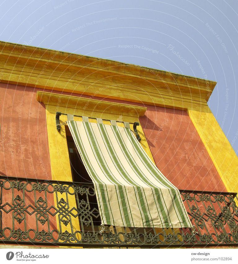 TAUSENDUNDKEINENACHT blau rot Sommer Freude Haus Wolken gelb Farbe dunkel Fenster Freiheit Linie Raum orange Tür Beton