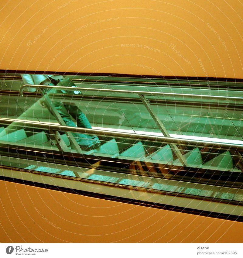 schräglage Mensch grün Wand Beine orange Treppe modern Glas Arme Grafik u. Illustration Neigung geheimnisvoll Vertrauen Geldinstitut graphisch Dienstleistungsgewerbe