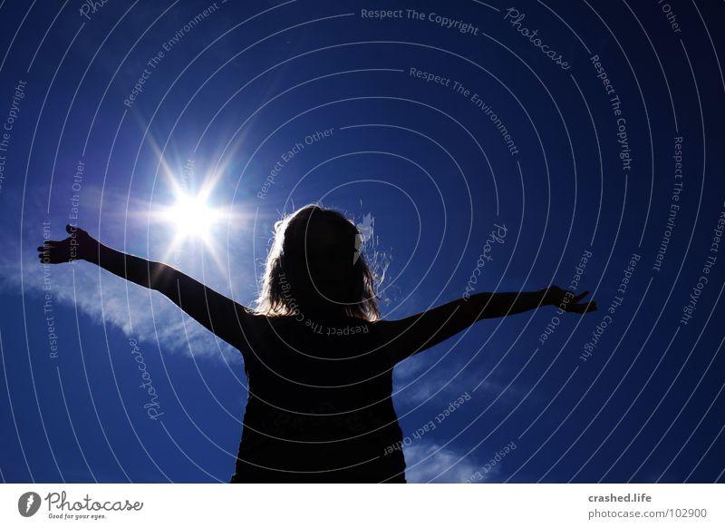 Feel Free Gefühle Hand Wolken Mädchen schwarz Himmel Kind Jugendliche Arme Sonne Engel blau Haare & Frisuren Freiheit frei Hairs Face Arms Mensch Bauch