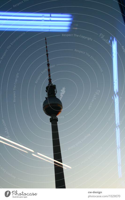 Leuchtturm Wolkenloser Himmel Sonnenaufgang Sonnenuntergang Sonnenlicht Schönes Wetter Berlin Deutschland Europa Stadt Hauptstadt Stadtzentrum Skyline Platz