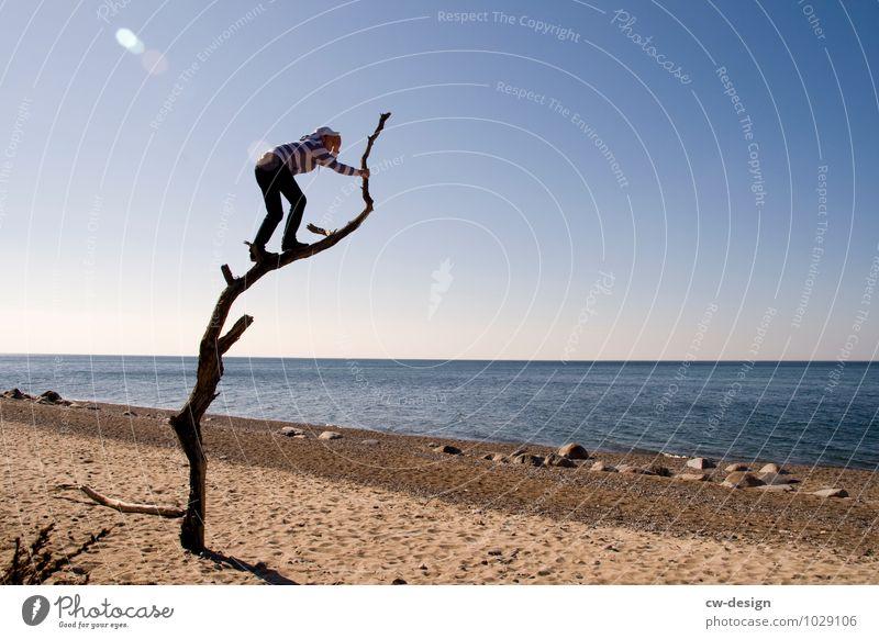 I'll be watching you Lifestyle Stil Freude Ferien & Urlaub & Reisen Ausflug Abenteuer Ferne Freiheit Sommerurlaub Strand Meer Insel maskulin Junger Mann