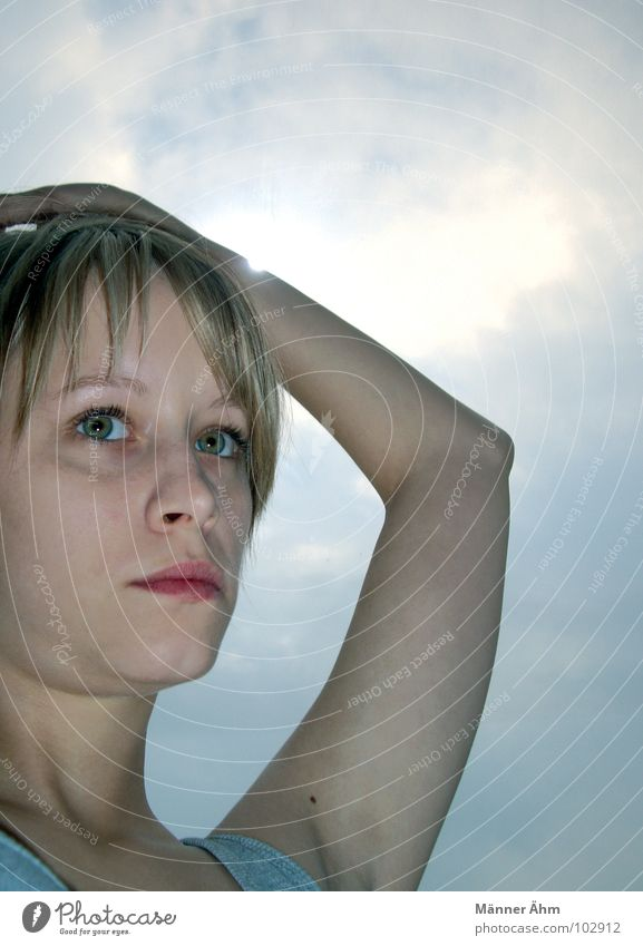 Dem Himmel... Frau Sonne Gesicht Wolken blond Arme Verkehrswege Hals Leberfleck Himmelskörper & Weltall