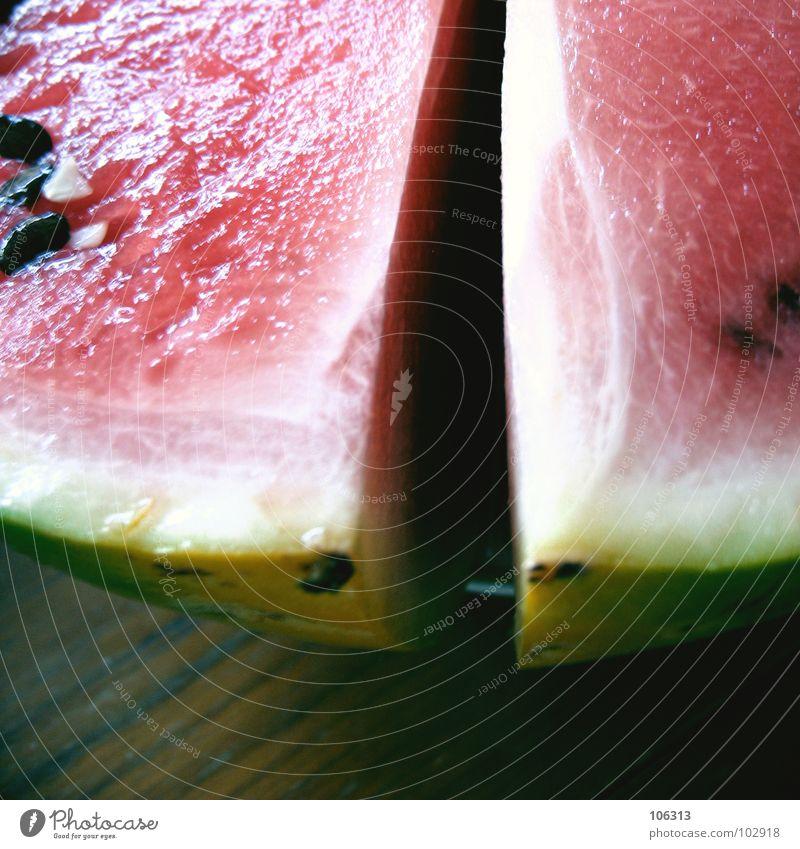 BEUGUNG AM SPALT Wasser grün rot Sommer schwarz gelb Ernährung Wärme Lebensmittel Holz Traurigkeit Kraft Frucht rosa gefährlich Tisch