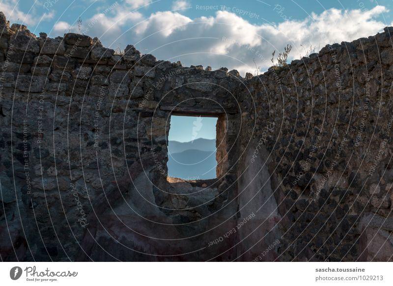 Malerischer Ausblick von Pompeji Architektur Kultur Himmel Wolken Hügel Pompei Italien Europa Stadt Menschenleer Ruine Gebäude Mauer Wand Fenster