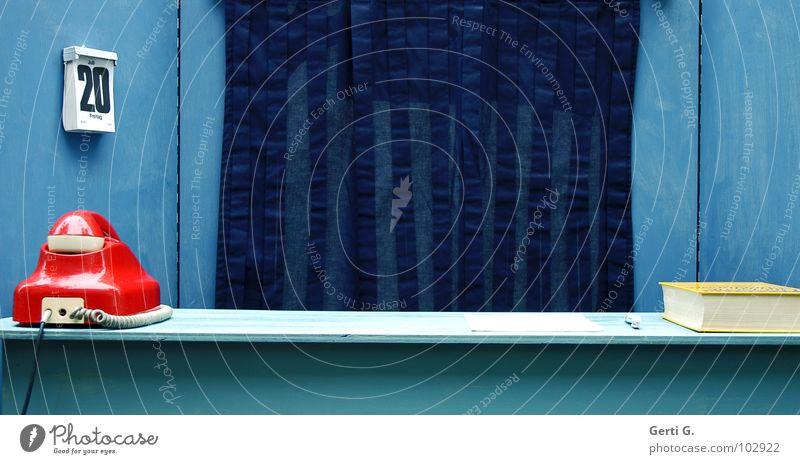 Freitag der 20. blau rot ruhig Wand Holz Büro warten Dekoration & Verzierung Kommunizieren Technik & Technologie Telekommunikation Schnur Telefon retro