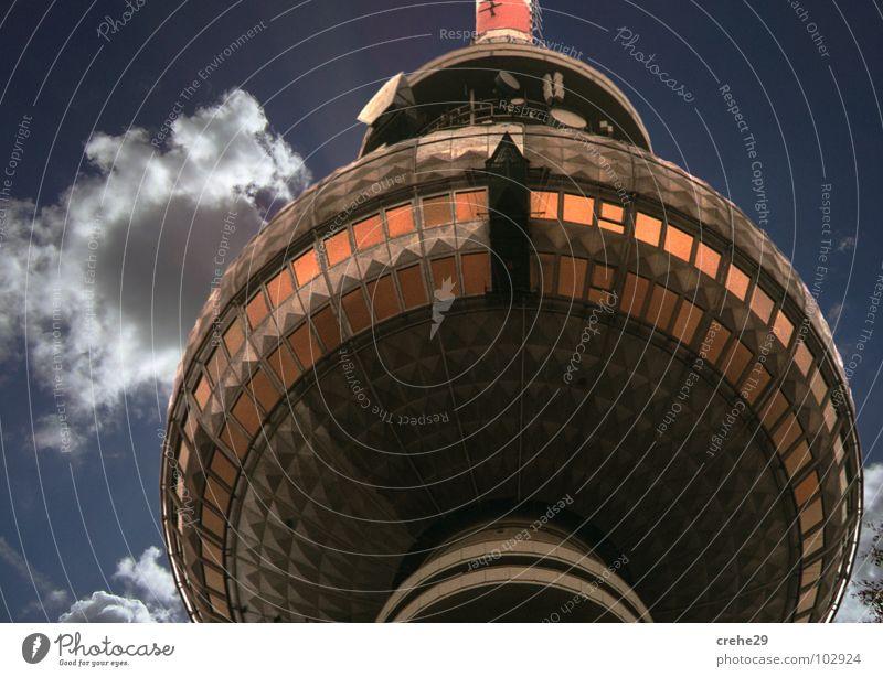 ick will nach Balin Himmel blau Wolken Berlin Graffiti Kunst Deutschland Design modern Turm Kultur Mitte Schönes Wetter Wahrzeichen DDR Hauptstadt