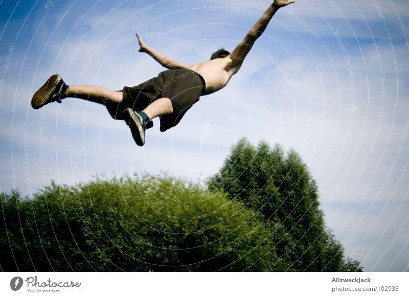 Achtung...ich komme! Himmel Freiheit springen Luft hoch frei Beginn fallen Sturz Lebensfreude Momentaufnahme Schwung Nervenkitzel Unbekümmertheit Ausgelassenheit Unbeschwertheit