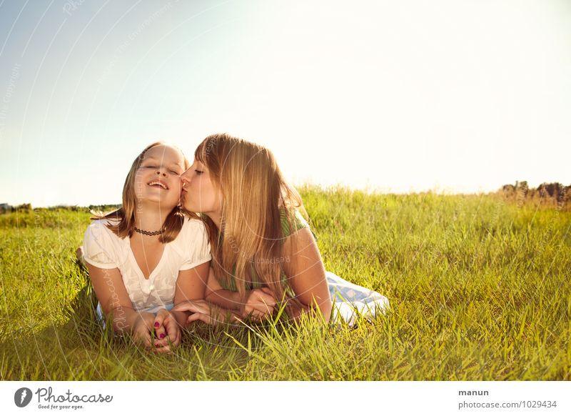 tschüss, liebe Anne, Bussi für dich! Mensch Kind Jugendliche Sommer Sonne Junge Frau Erholung Freude Mädchen Leben Gefühle Glück lachen liegen Freundschaft
