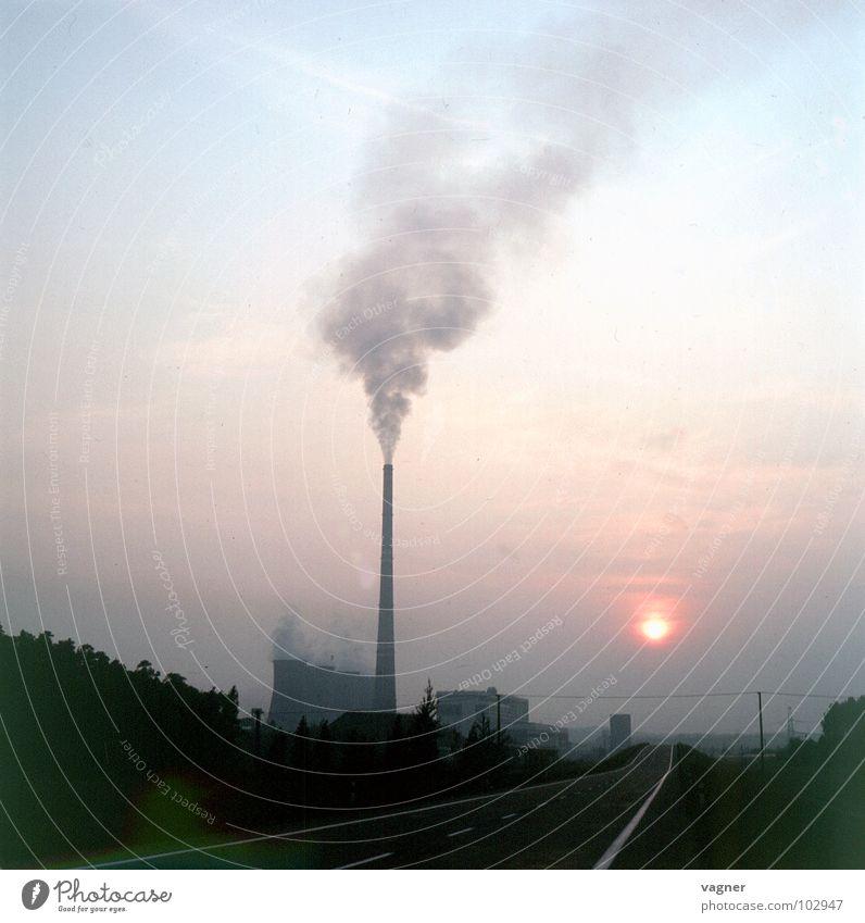 Umwelt Wolken Umweltverschmutzung Saurer Regen Industrie dreckig Rauch Rauchwolke Himmel Schornstein Abgas Rauchsäule Stromkraftwerke Abendsonne Sonnenaufgang