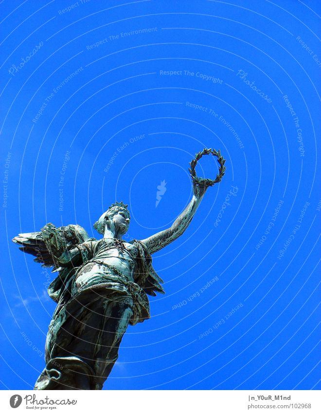Wer bekommt den Kranz? Freiheit dreckig Engel Statue Handwerk Schönes Wetter Wien Ewigkeit Kultur Kräuter & Gewürze Lorbeer