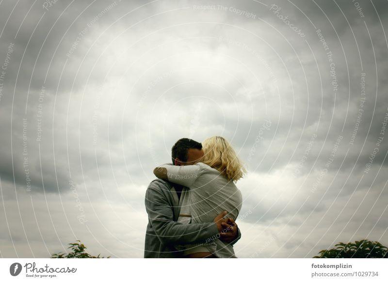 himmelspaar Beziehung Paar Liebespaar Partner berühren festhalten Zusammensein Leidenschaft Verliebtheit Romantik Intimität Mitgefühl leidenschaftlich