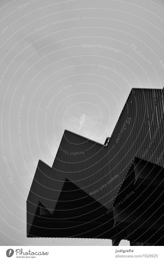 Hinauf Bauwerk Gebäude Architektur Treppe eckig kalt Stadt ästhetisch Wachstum oben aufsteigen Karriere Schwarzweißfoto Außenaufnahme Menschenleer