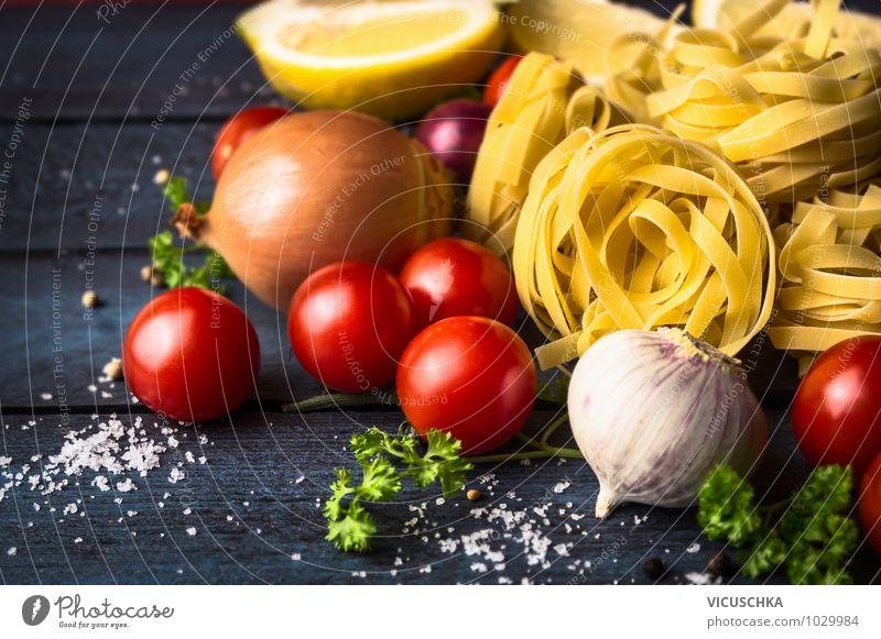Tagliatelle Bandnudeln mit Tomaten Lebensmittel Gemüse Teigwaren Backwaren Kräuter & Gewürze Ernährung Mittagessen Festessen Italienische Küche Lifestyle Stil