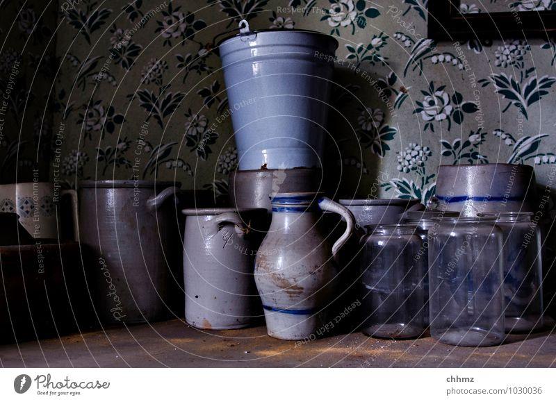 Unordnung Häusliches Leben Dekoration & Verzierung Topf Eimer Einmachglas Bembel Holz Glas alt blau grau violett Ton Steingut Krug historisch antik Haushalt