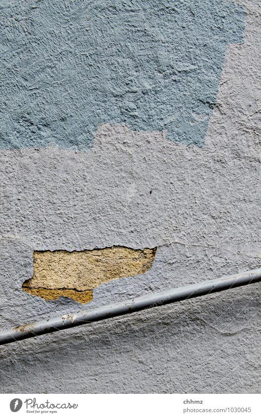 Geländer alt blau Wand Mauer grau Linie gehen Metall Fassade Treppe laufen kaputt Sicherheit Treppengeländer Richtung Riss