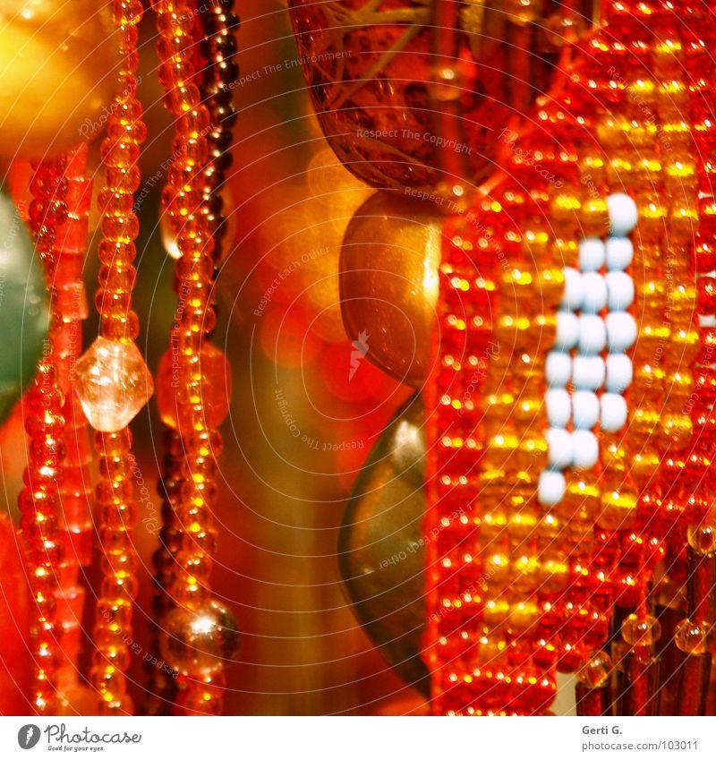 pearls grün Lampe Zusammensein orange glänzend Kitsch Dekoration & Verzierung dünn Reichtum Schmuck Perle Kette hängen Verschiedenheit verschönern Lichtpunkt