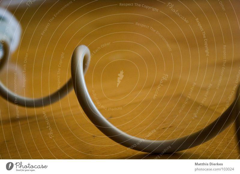 EXTENSION CABLE biegen Parkett Holz Holzfußboden Elektrizität kurz lang Windung fallen gefährlich Kabel unsicher Bügeleisen Haushalt Arbeit & Erwerbstätigkeit