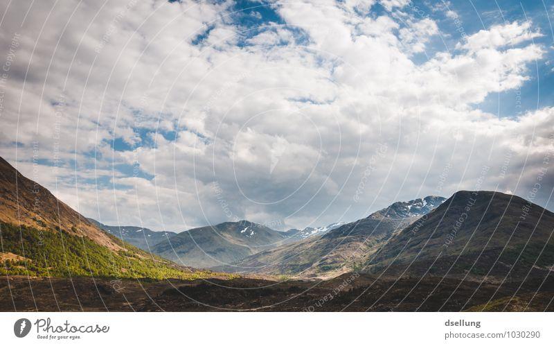 gegend mit bergen. Umwelt Natur Landschaft Himmel Wolken Sommer Schönes Wetter Wiese Feld Hügel Felsen Berge u. Gebirge Gipfel genießen saftig Sauberkeit wild