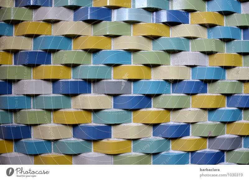 aus der Zeit gefallen | die Wand Schwimmbad Gebäude Mauer Fassade Dekoration & Verzierung Stein Ornament Linie Streifen Schnur alt retro mehrfarbig Design