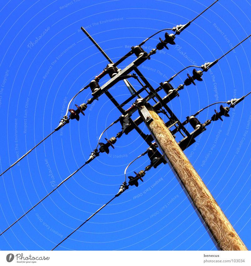 Connection Elektrizität Strommast Draht Drahtseil Holz Blick nach oben elektrisch Elektrisches Gerät Infrastruktur Unendlichkeit Technik & Technologie Kabel
