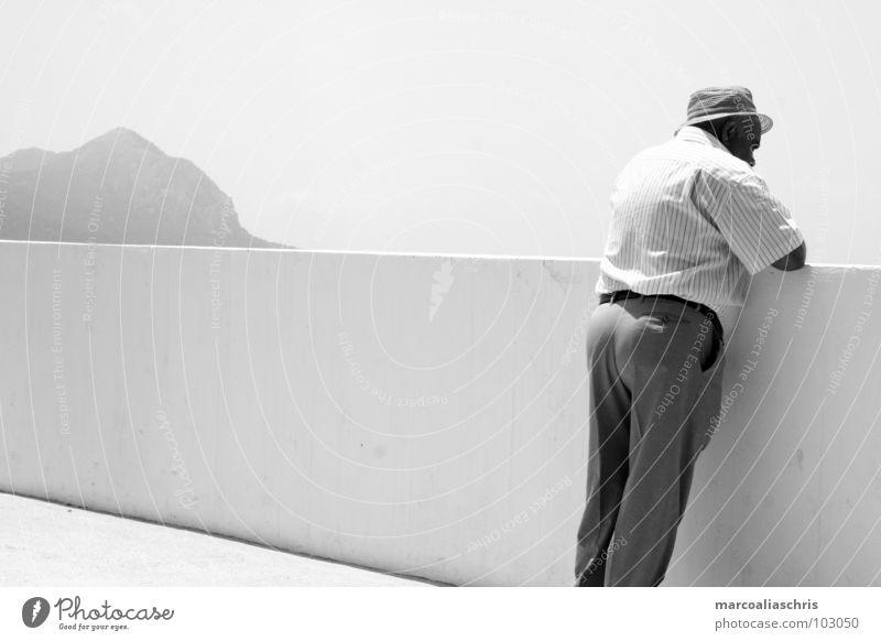 Ausblick Mann ruhig Ferne Berge u. Gebirge Denken Zukunft Aussicht Spanien Bergdorf