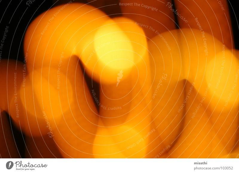 Lichtertanz schwarz gelb Farbe Lampe Bewegung Beleuchtung orange Spuren Punkt Fleck chaotisch Mischung durcheinander Lichtspiel Eile Schwung