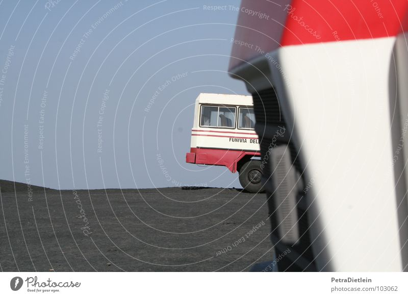 trucks schwarz Berge u. Gebirge Sand warten leer trist Güterverkehr & Logistik Lastwagen hart Italien Vulkan schwer Sizilien Mondlandschaft Ätna