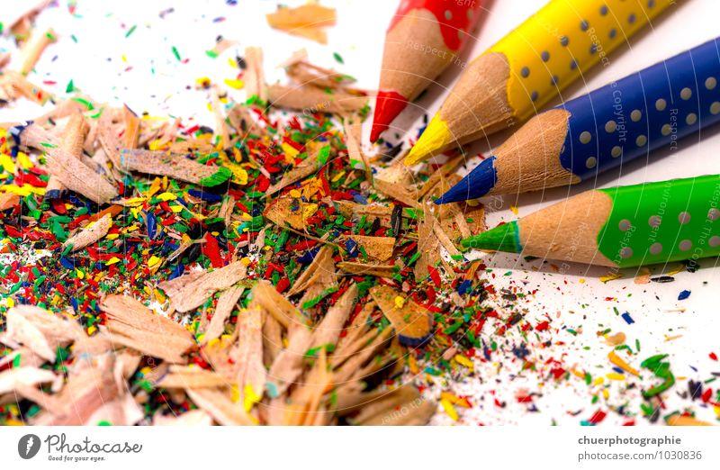 Bunte Stifte Basteln Kindererziehung Bildung Kindergarten lernen Arbeitsplatz Büro Kunst Maler Umwelt Papier Zettel Schreibstift Holz Spitze blau mehrfarbig