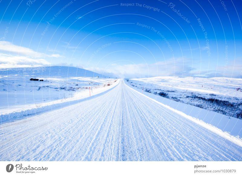 Autobahn Himmel Natur Ferien & Urlaub & Reisen blau weiß Sonne Einsamkeit Landschaft Winter Ferne Straße Schnee Wege & Pfade Glück Freiheit hell