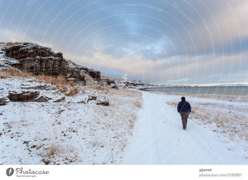 Winter Mensch Frau Natur Ferien & Urlaub & Reisen Jugendliche blau weiß Wasser Junge Frau Landschaft Wolken 18-30 Jahre Ferne Erwachsene Küste