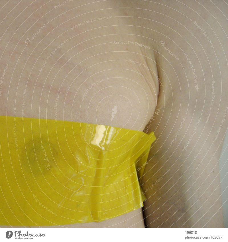 100 JAHRE BRUSTIMPLANTAT [0125/09] Mensch Mann Natur Hand ruhig Ferne gelb Haare & Frisuren Mauer Traurigkeit Kunst Körper Wildtier Arme geschlossen Herz