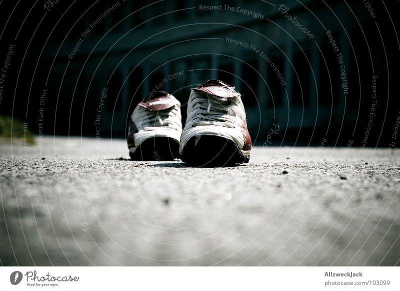barfuß Sommer Einsamkeit Spielen Schuhe gehen laufen leer Bekleidung Turnschuh Barfuß lüften