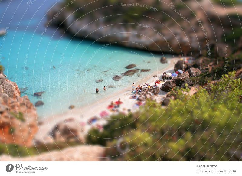 Mini-Strand Wasser Sommer Landschaft Küste klein Felsen Schwimmen & Baden Spanien Surrealismus Miniatur Tilt-Shift Andalusien