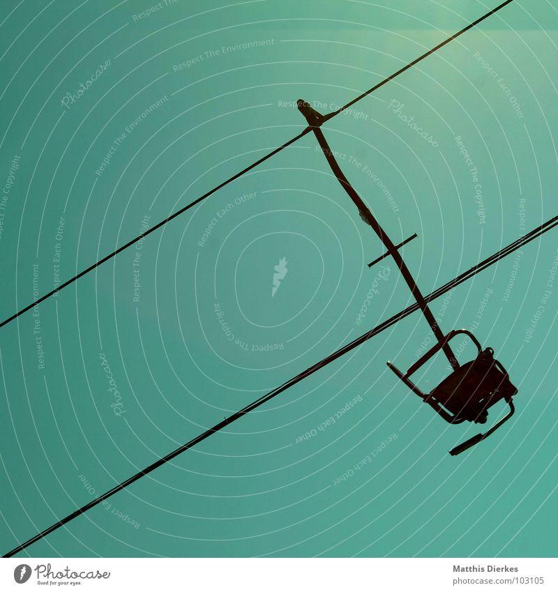 SESSELLIFT grün blau Seil leer einzeln Stahl diagonal Stahlkabel türkis aufwärts Neigung alpin Sesselbahn Steigung blau-grün himmelwärts