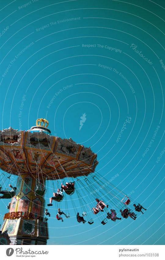 Kitschkarusell 2 Himmel Freude Spielen drehen Jahrmarkt Sitzgelegenheit