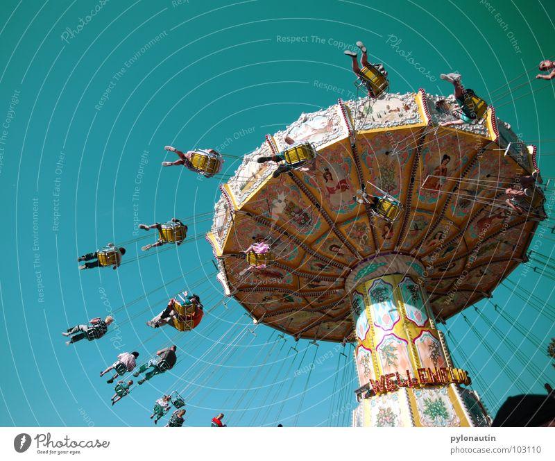 Kitschkarusell 3 Himmel Freude Spielen fliegen Kitsch drehen Jahrmarkt Sitzgelegenheit