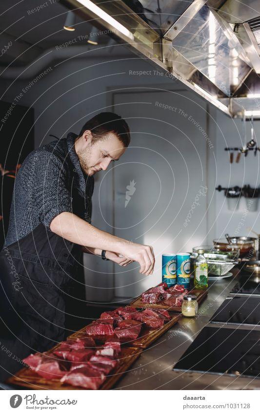 Küchenmann Lebensmittel Fleisch Kräuter & Gewürze Ernährung Essen Lifestyle Freude harmonisch Erholung Freizeit & Hobby Tisch Entertainment Restaurant maskulin