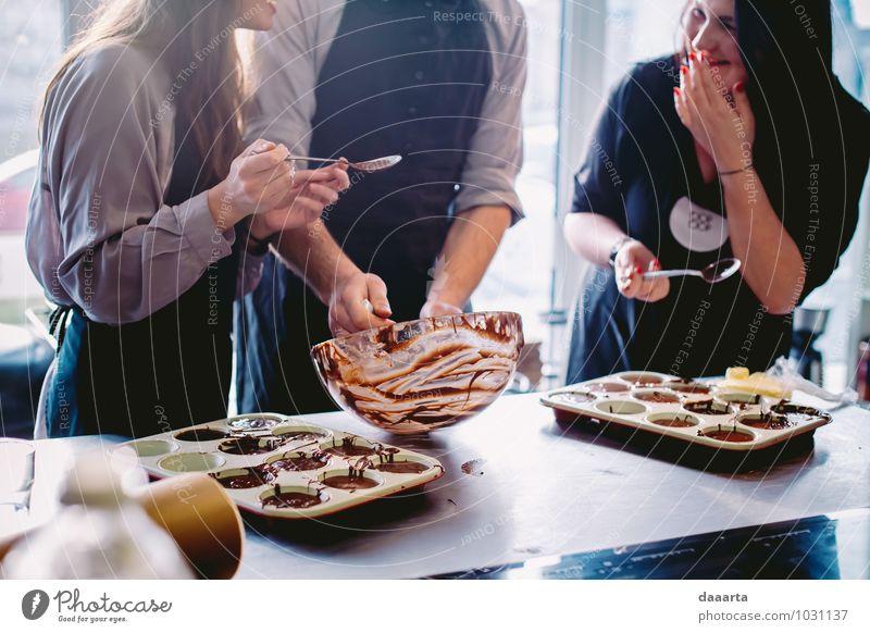 Mensch Freude Gefühle Essen lustig Gesundheit Lifestyle Feste & Feiern Lebensmittel Stimmung Freizeit & Hobby Fröhlichkeit verrückt Tisch Lebensfreude süß