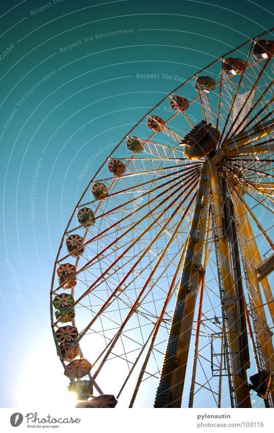 Riesenrad 1 Himmel Sonne Freude Spielen fliegen Kitsch Aussicht drehen Jahrmarkt Sitzgelegenheit
