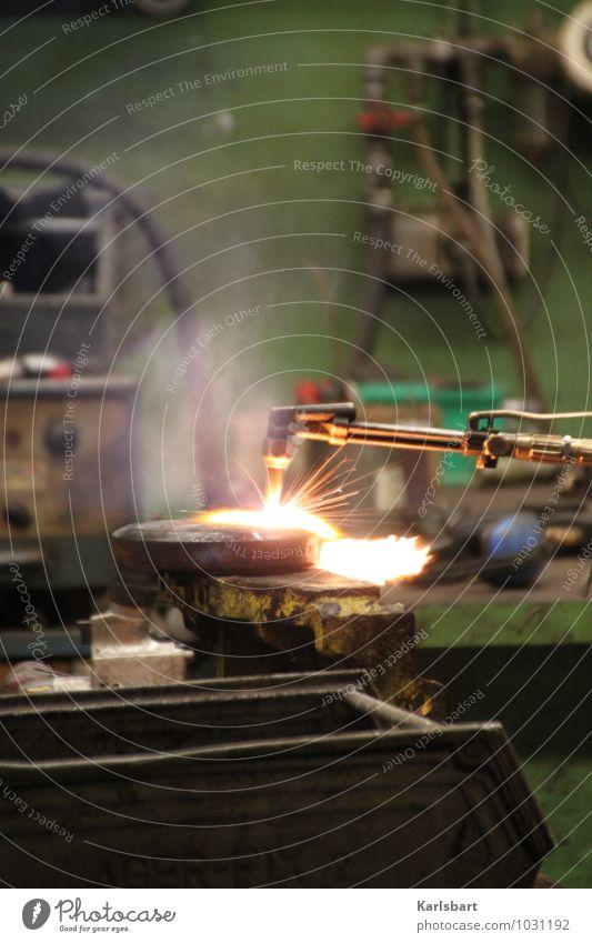 Schweiß Arbeit & Erwerbstätigkeit Zukunft Metallwaren Industrie Feuer Baustelle Schutz Beruf Fabrik heiß Wissenschaften Wirtschaft Handwerk Werkstatt Werkzeug