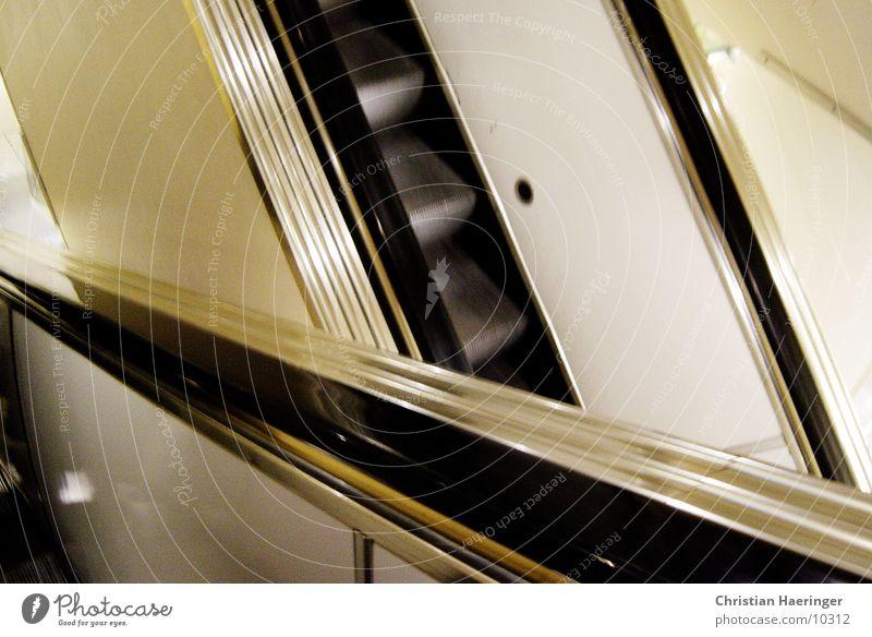 rolltreppen*kreuzung Rolltreppe Treppe Wegkreuzung Kaufhaus Technik & Technologie Bewegung abwärts aufwärts