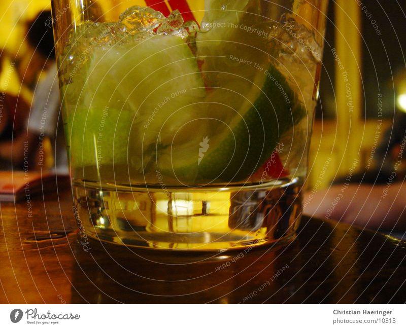 caipi Cocktail Party Club Limone Eiswürfel Caipirinha Cachaca Brauner Zucker