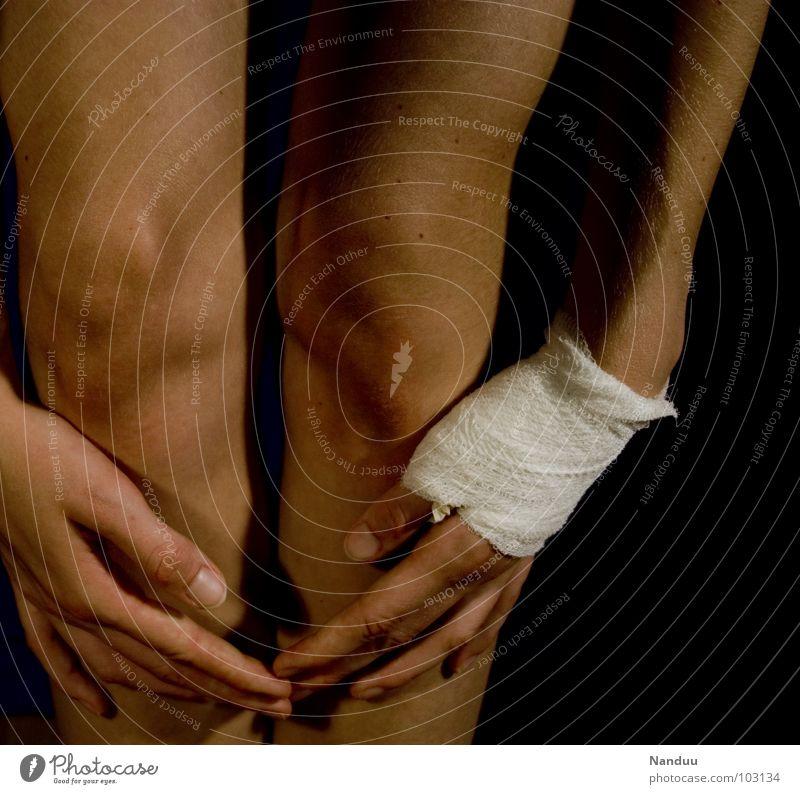 Wundheilung Hand Spielen Haut gefährlich kaputt bedrohlich Schmerz Daumen Schwäche Knie Anmut Schaden Kampfsport Heilung Verband