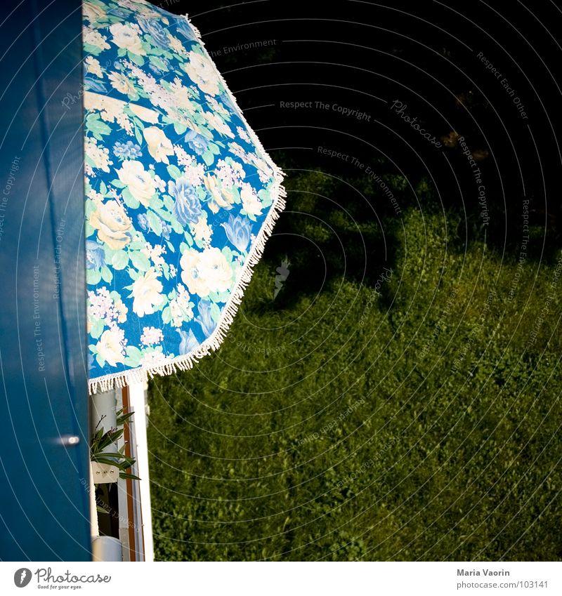 Kleinstadtidylle Ferien & Urlaub & Reisen Sommer Haus Erholung Wiese Schönes Wetter Schutz Balkon Sonnenschirm Wetterschutz sommerlich Himmelskörper & Weltall